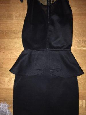 Kleid mit tiefem Ausschnitt