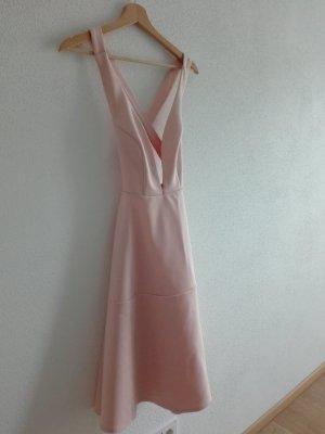 Kleid mit tiefem Aussschnitt