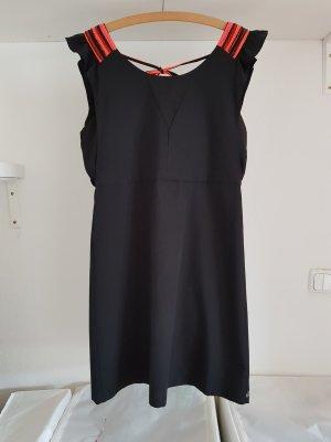Kleid mit tiefem Rückenausschnitt