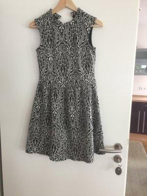 Kleid mit tollem Schwarz weiß Muster
