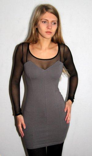 Kleid mit transparenten Ärmeln