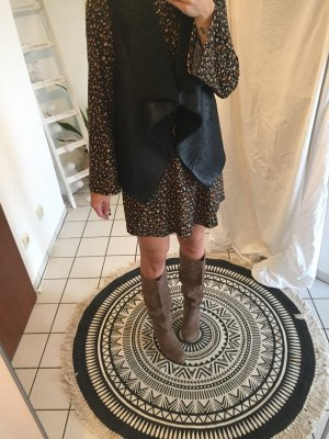 Kleid mit Trompetenärmeln