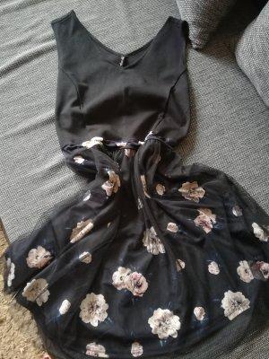 Kleid mit Tüll 3,40€ nur heute bis 20 Uhr