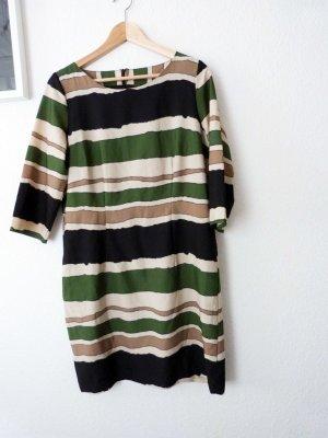 Kleid mit unregelmäßigen Streifen