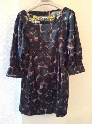 Kleid mit verkürzten Ärmel