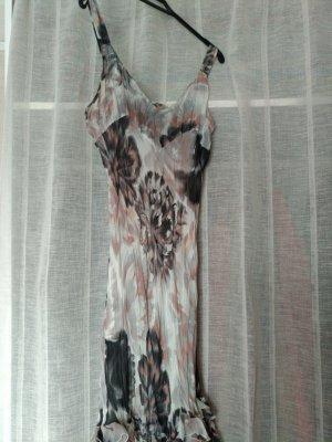 Kleid mit verspielten Details