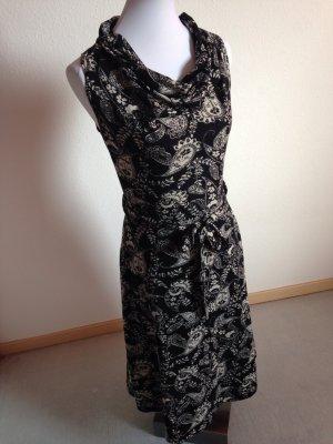 Kleid mit Wasserfall - Ausschnitt