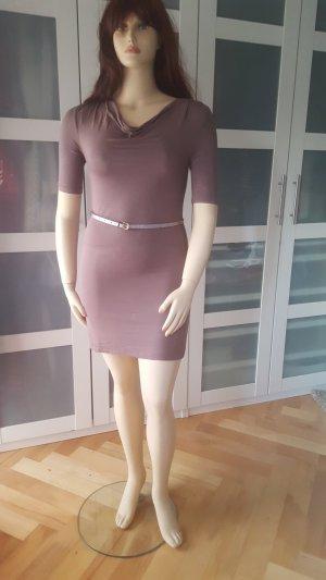 Kleid mit Wasserfallausschnitt 7