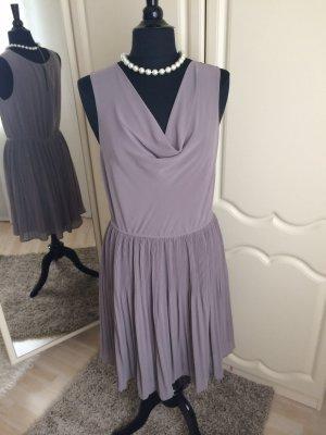 Kleid mit Wasserfallausschnitt !!