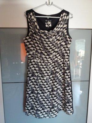 Kleid mit Wasserfallkragen