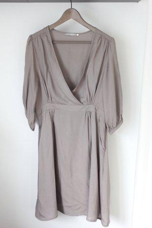 Kleid mit Wickelausschnitt