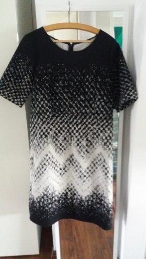 Kleid mit Zackenmuster