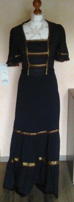 Kleid mittelalter figurbetont blau mit goldenen details bodenlang