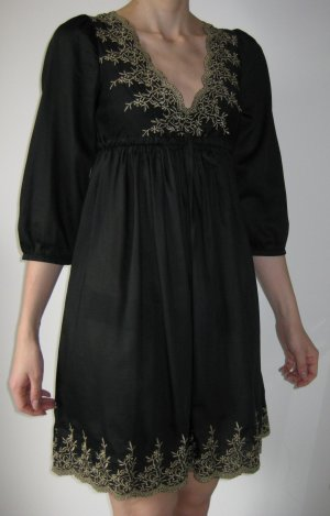 Kleid / Negligée mit Verzierung