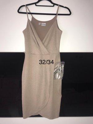 Kleid neu mit Metallgürtel  32/34