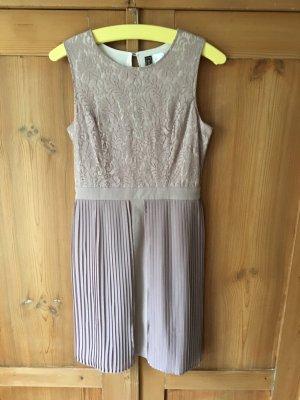 Kleid Rainbow 36 S Plissee Spitze Rückenausschnitt beige altrosa nude neuwertig