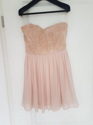Kleid Schulterfrei Rosa Rüschen Asos