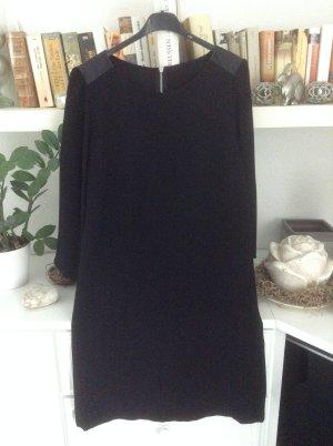 Kleid / schwarz / Gr. Uni / (S/M)