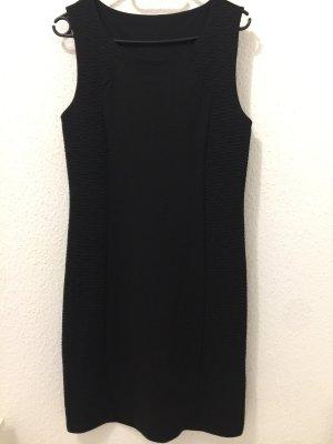 Kleid schwarz Vorderseite mit Mustern
