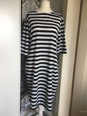 Kleid schwarz weiß liniert 3/4 Ärmel