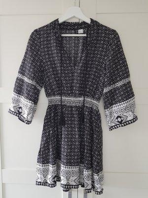 H&M Divided Vestido Hippie blanco-negro