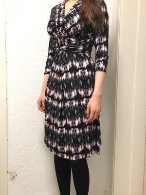 Kleid Soya Concept V-Ausschnitt schwarz blau weiß