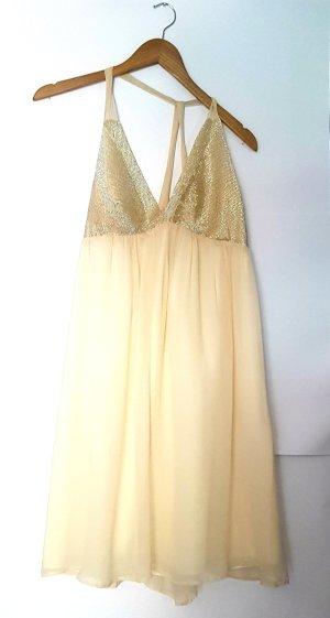Kleid von 123 gr. 40 perlenbestickt