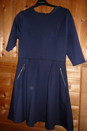 Kleid von Bodyflirt, Gr. 40, dunkelblau.