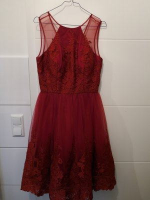 Chi Chi London Robe en dentelle rouge carmin