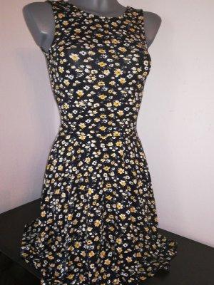 Kleid von Clockhouse C&A geblümt Kleid Minikleid sexy XS 32 34 Skaterkleid Blumen