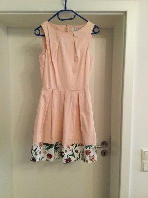 Kleid von Closet ungetragen