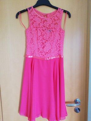 Kleid von der Marke WEISE