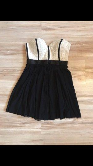 Kleid von Elise Ryan