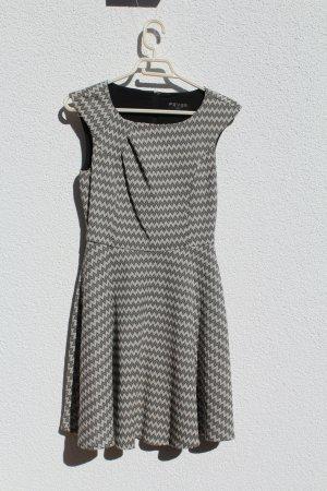Kleid von Fever London mit schönem Munster