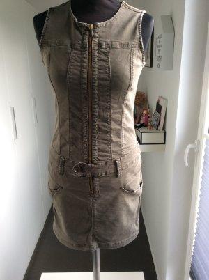 Kleid von Freeman T. Porter