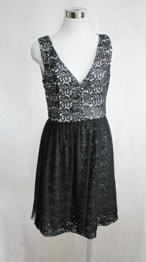 Kleid von French Connection Gr. 34 schwarz Spitze Plissee