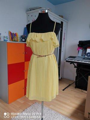 Kleid von Gina Tricot