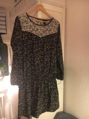 Kleid von H&M und schwarz/ weiß