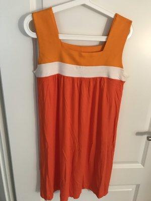 Kleid von Hüftgold
