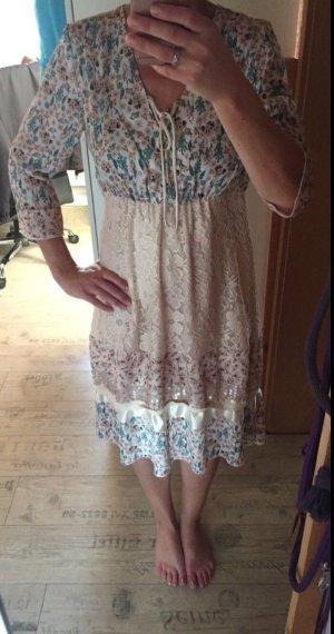 Kleid von Laura Tessini