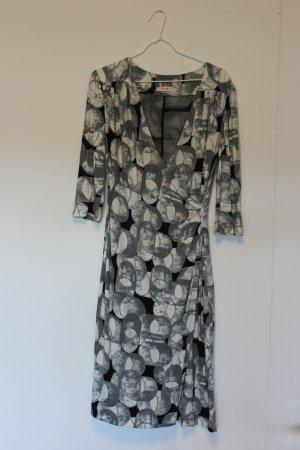 Kleid von Laurèl in grau-schwarz-weiß