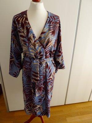 Kleid von MANGO im Tropenlook