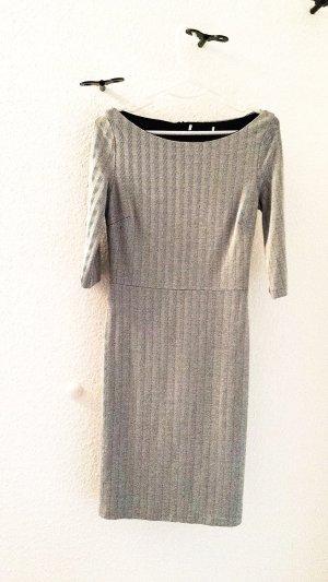 Kleid von MANGO in grau/weiss mit 3/4 Ärmeln und U-Boot Ausschnitt, Gr. S
