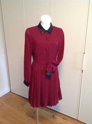 Kleid von Mint & Berry, dunkelrot mit plissiertem Rockteil