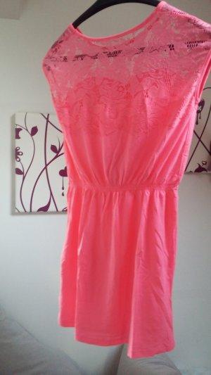 Kleid von MyMo neon pink mit Spitze