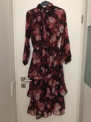 Kleid von NA-KD neu