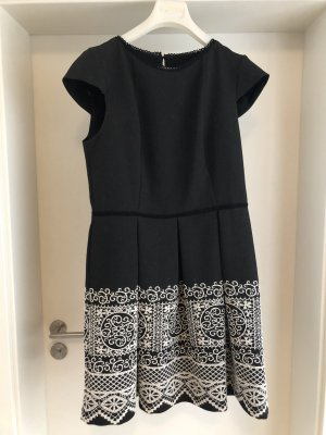 Kleid von NAFNAF