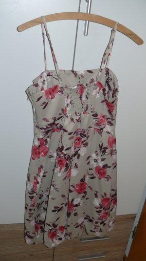 Kleid von Orsay mit Blumen