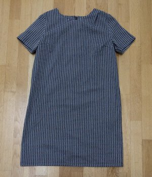 Kleid von People Tree mit geometrischem Muster