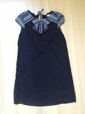 Kleid von Pull & Bear Gr. S mit Aztekenmuster
